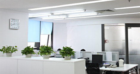 Modern office environment, clean, bright, and orderly;<br />
